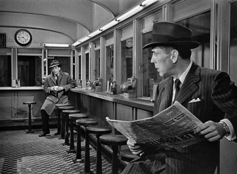 The deep focus on a long angle in the diner scene with the detective (Douglas Kennedy) was a simple but effective device to heighten tension with the atmosphere of suspicion and paranoia.