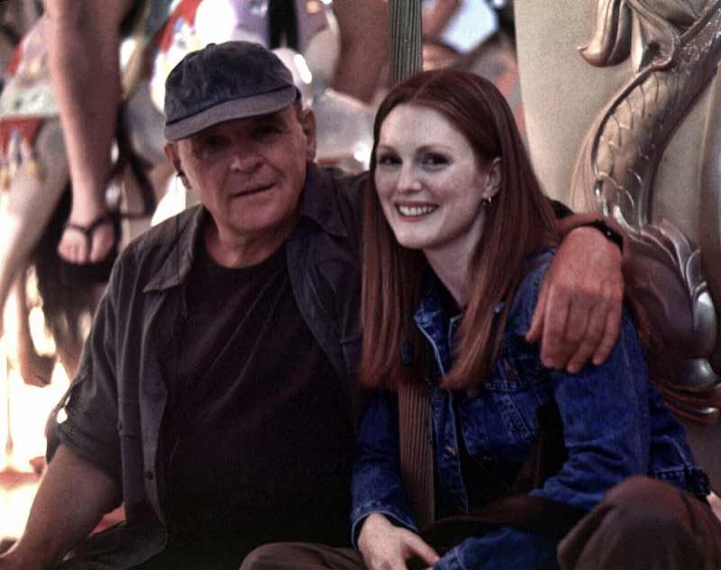Hopkins and Moore on the set of Hannibal.