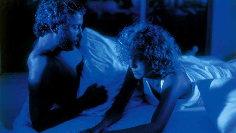 William Petersen as Will Graham, with wife, Molly, played by Kim Greist, in the intense blue lighting, emulating the ocean scenes, which director Michael Mann used to denote safety and a sense of being at home, and at peace.