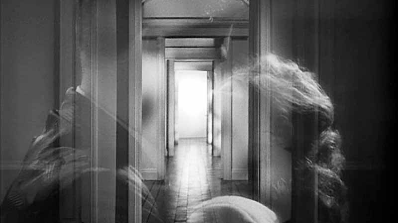 The opening doors sequence superimposed on the lovers.